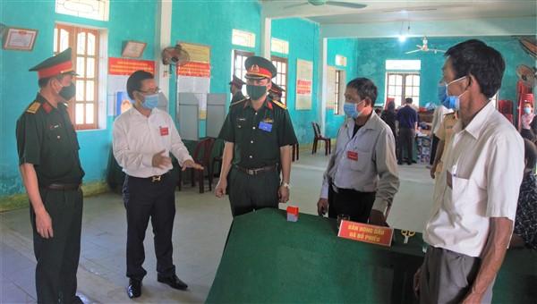 Bí thư Huyện ủy dự khai mạc bầu cử tại Hòa Hải, kiểm tra bầu cử tại một số đơn vị bầu cử.