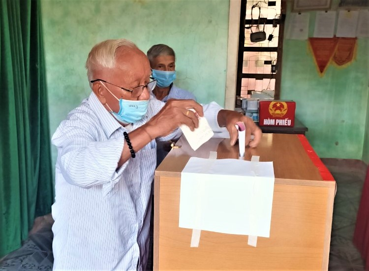 Tính đến 17h30 phút, Hương Khê đạt tỷ lệ 100% cử tri đi bỏ phiếu.