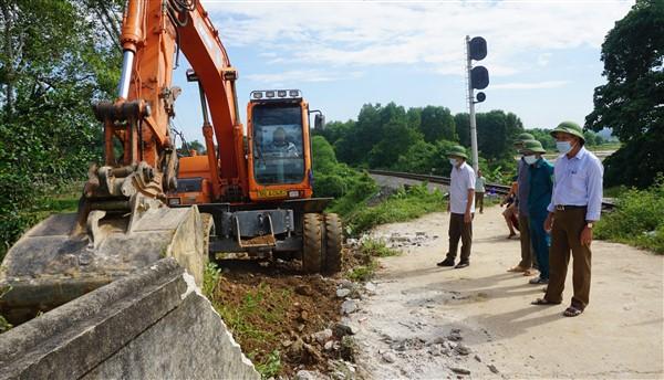 Gấp rút xóa lối đi tự mở, bảo đảm an toàn giao thông tuyến đường sắt qua địa bàn Hương Khê