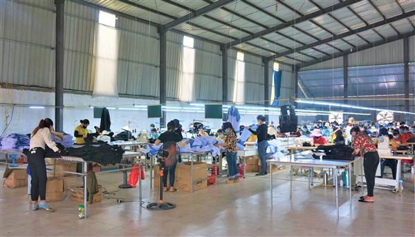 Doanh nghiệp Hương Khê tập trung sản xuất kinh doanh gắn với phòng chống dịch Covid-19