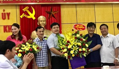 Lãnh đạo Huyện chúc mừng Ban Tuyên giáo Huyện ủy Hương khê