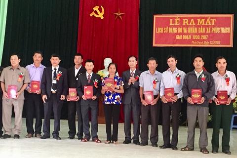 Phúc Trach: Công bố tập sách Lịch sử Đảng bộ xã giai đoạn 1930- 2017.