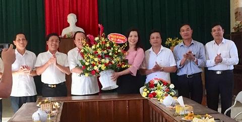 Lãnh đạo huyện Hương khê chúc mừng ngày thành lập Mặt trận Dân tộc thống nhất Việt Nam