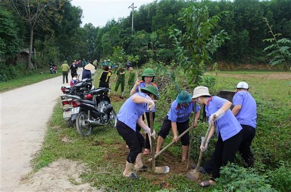 Công đoàn 3 cơ quan Huyện ủy, Hạt Kiểm Lâm, Viện Kiểm sát nhân dân huyện hỗ trợ XD NTM