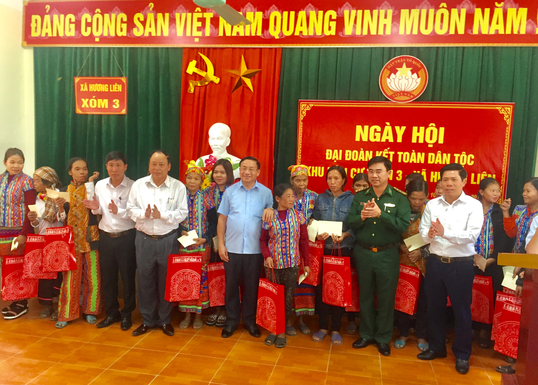 Bí thư Tỉnh ủy Lê Đình Sơn dự ngày hội Đại đoàn kết toàn dân tại thôn 3, xã Hương Liên.