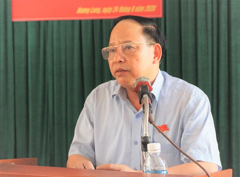 Đồng chí Bí thư Huyện ủy, chủ tịch HĐND huyện Đinh Hữu Tân tiếp xúc cử tri xã Hương Long.