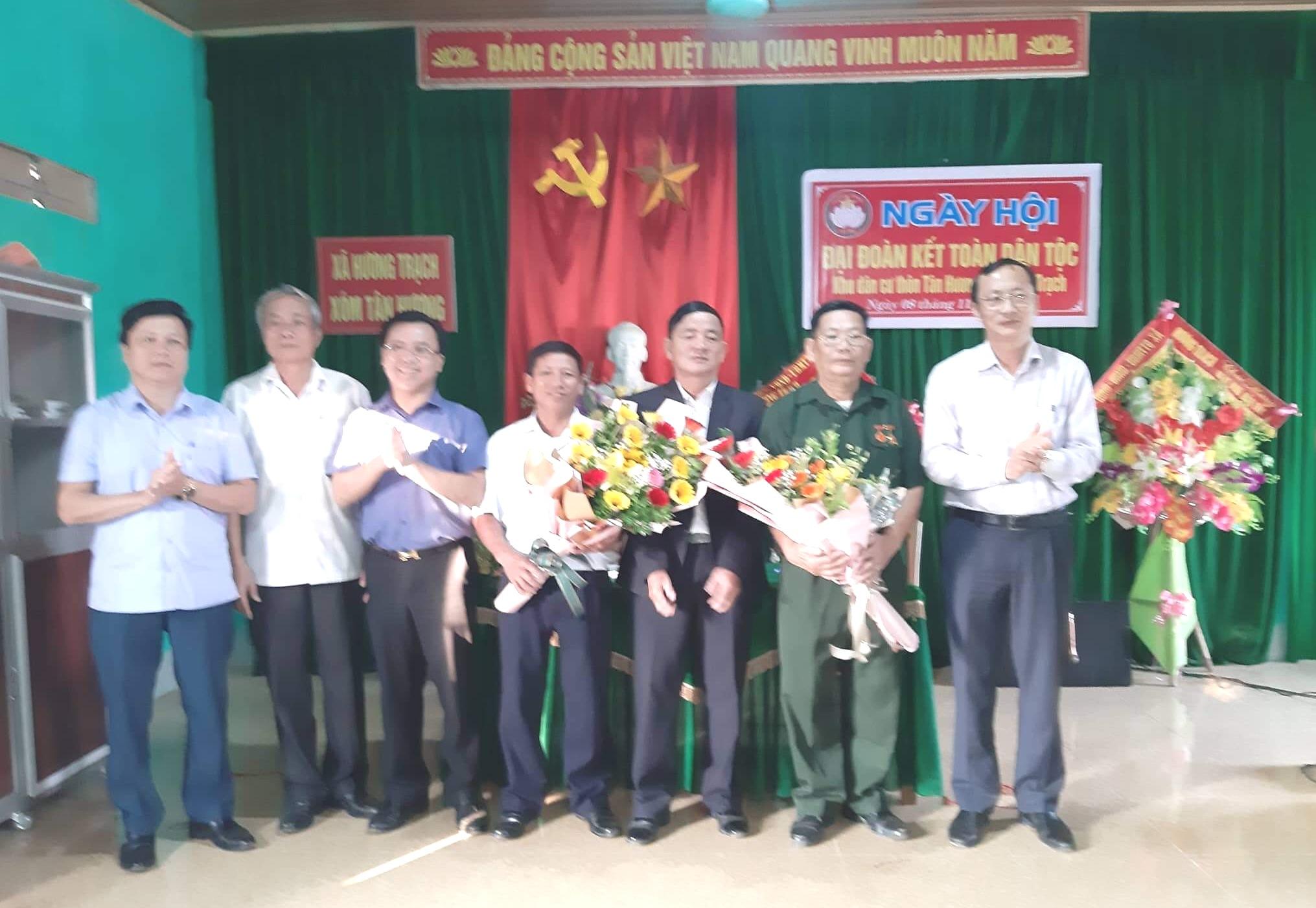 Phó chủ tịch UBND tỉnh Đặng Ngọc Sơn dự Ngày hội Đại đoàn kết tại thôn Tân Hương, xã Hương Trạch, huyện Hương Khê.