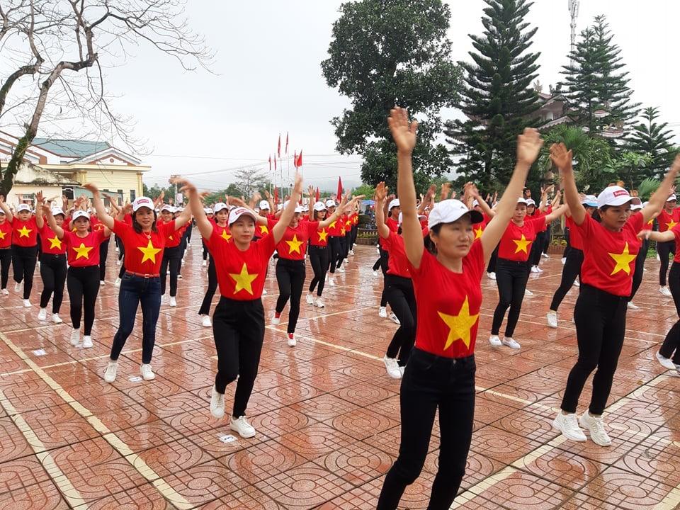 Hương Trạch: Đồng diễn Dân vũ chào mừng ngày QTPN 8/3.