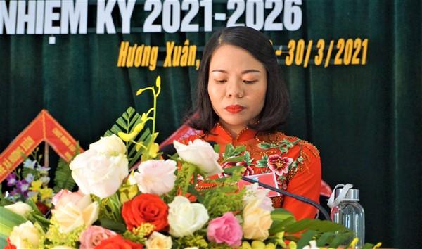Chị Nguyễn Thị Loan, Chủ tịch Hội LHPN xã Hương Xuân, nhiệm kỳ 2016-2021 phát biểu khai mạc Đại hội.