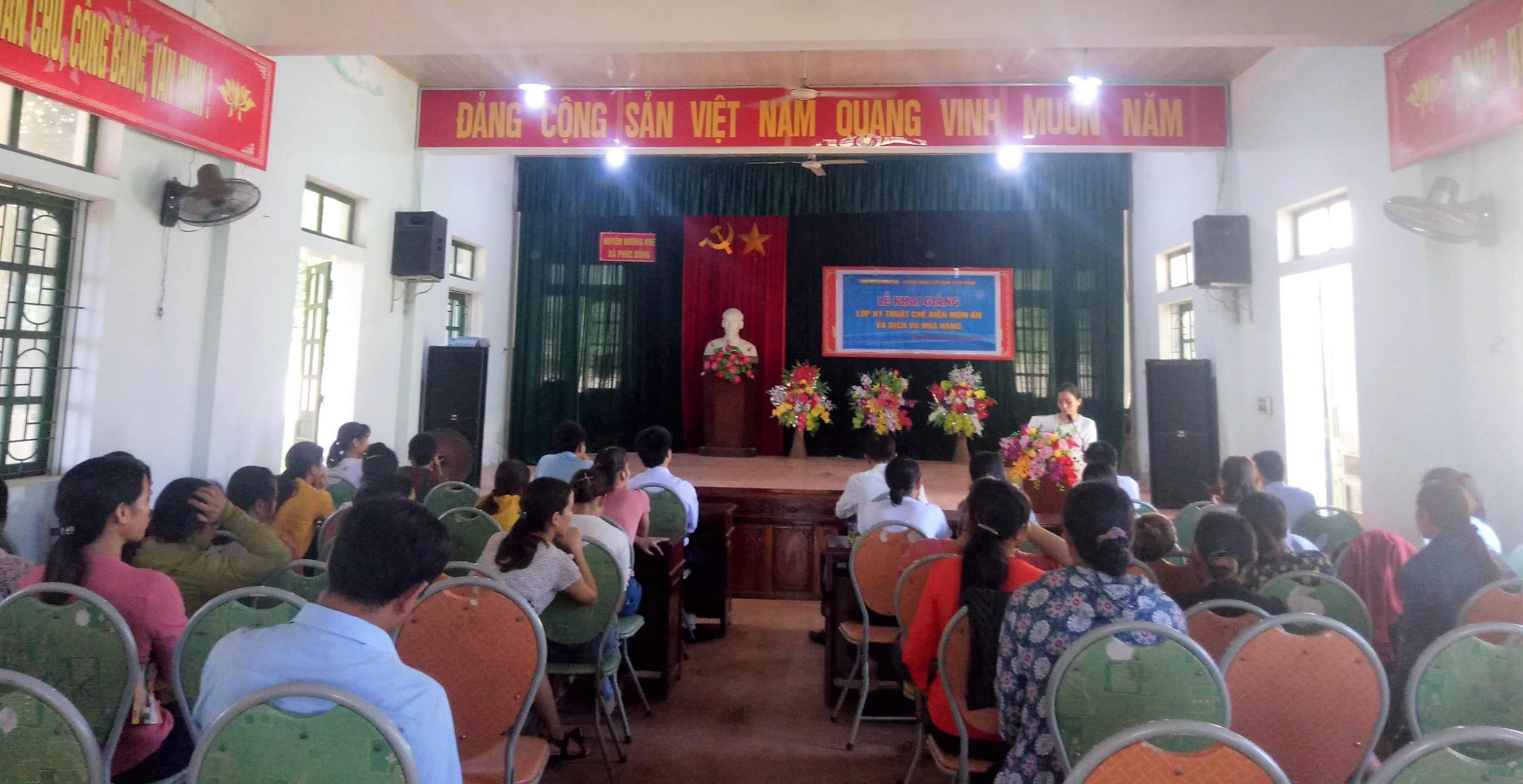 """35 hội viên phụ nữ xã Phúc Đồng tham gia lớp tập huấn """"kỹ thuật chế biến món ăn""""."""