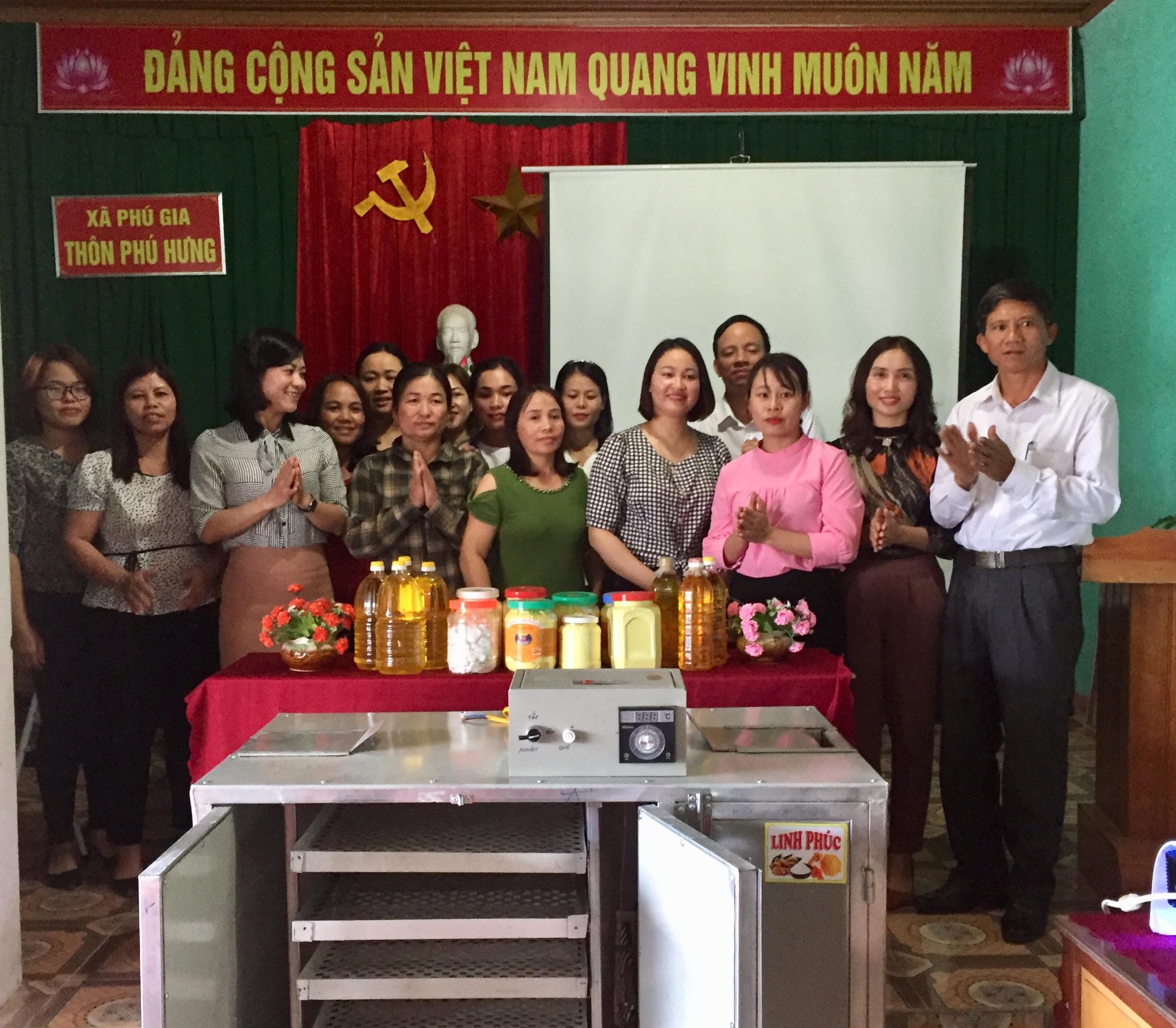 Ra mắt Tổ hợp tác trồng và sản xuất tinh bột nghệ, dầu lạc, dầu vừng tại xã Phú Gia.
