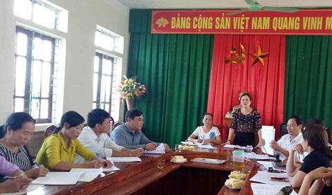 Ban Thường vụ Hội LHPN huyện Hương Khê làm việc với Ban Chấp hành, chi hội trưởng, chi hội phó Hội LHPN xã Hương Đô về nông thôn mới.