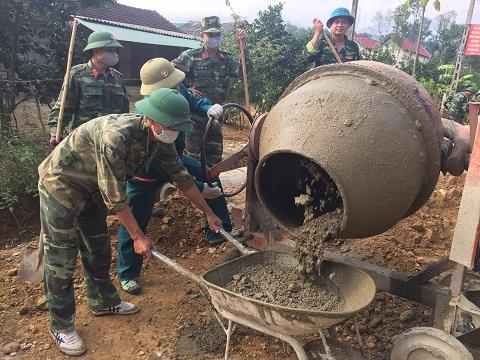 Ban chỉ huy Quân sự huyện Hương khê huy động lực lượng giúp Hương Trạch XDNTM