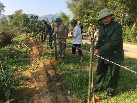 Hội Cựu Chiến Binh huyện chung tay xây dựng nông thôn mới tại Thôn Tây Trà xã Hương Trà.